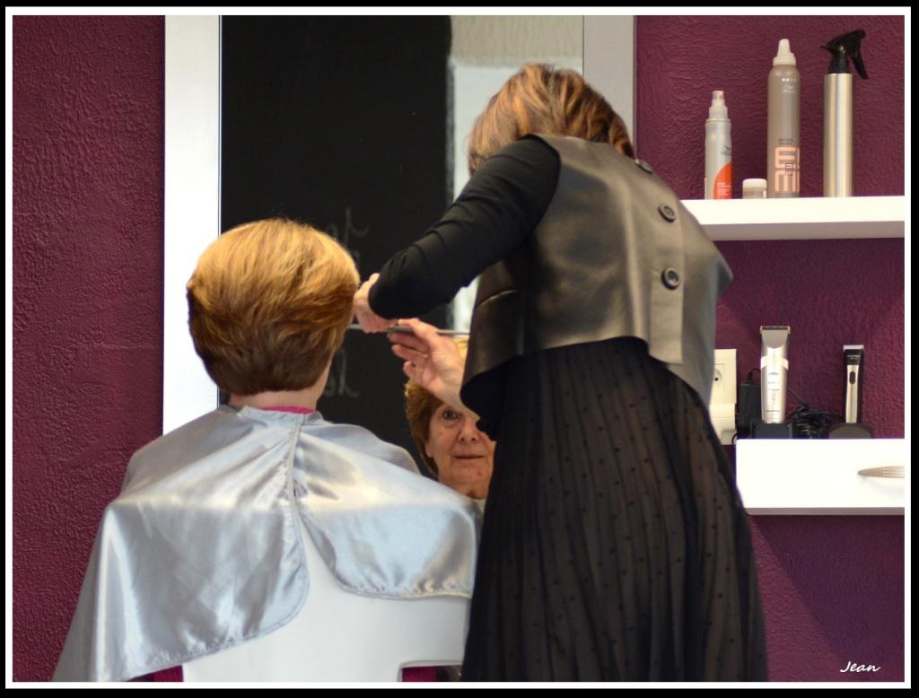 Au salon de coiffure. Dsc_0114