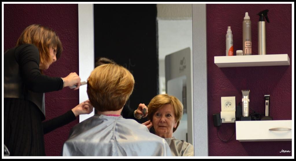 Au salon de coiffure. Dsc_0115
