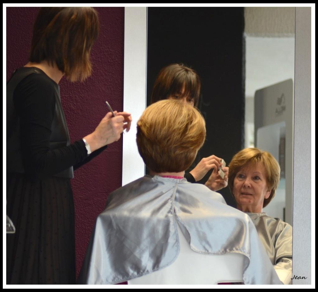 Au salon de coiffure. Dsc_0117