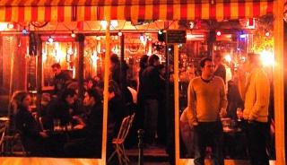 Agressée pour une cigarette à la terrasse d'un café parisien  Cafy10