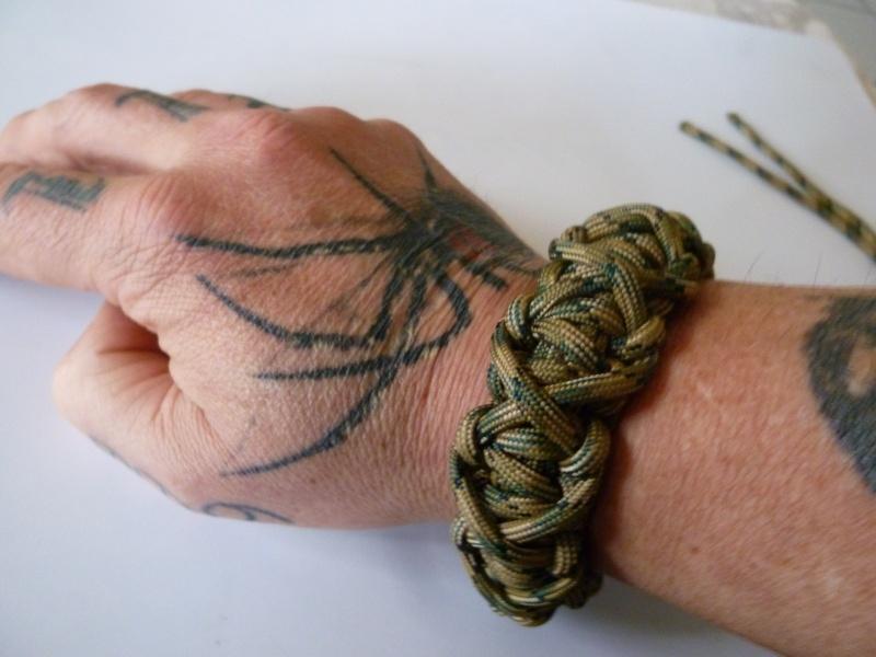 Bracelet de survie cobra+ tressage en croix avec Allume-feu & Sifflet P1030528