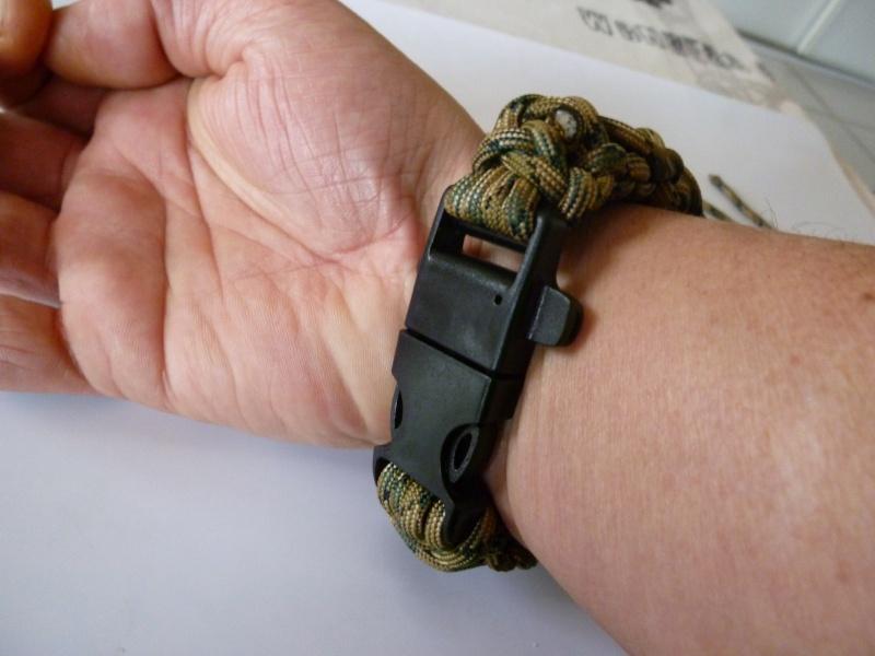 Bracelet de survie cobra+ tressage en croix avec Allume-feu & Sifflet P1030529