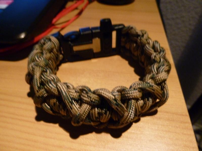 Bracelet de survie cobra+ tressage en croix avec Allume-feu & Sifflet P1030610