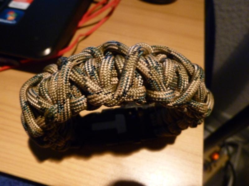 Bracelet de survie cobra+ tressage en croix avec Allume-feu & Sifflet P1030611