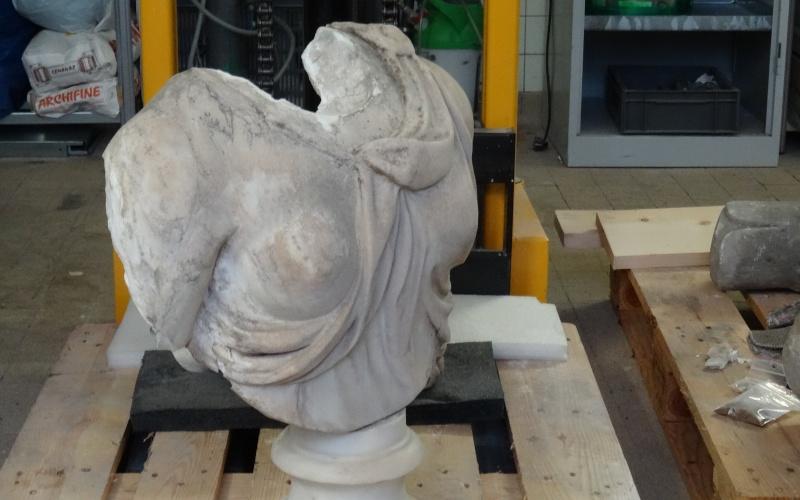 Visite à l'atelier de restauration des sculptures du C2RMF Dsc05428