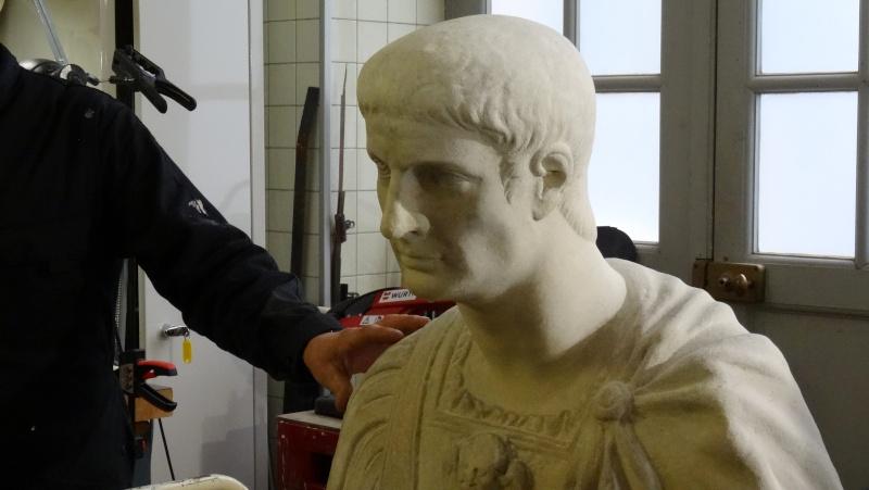Visite à l'atelier de restauration des sculptures du C2RMF Dsc05429
