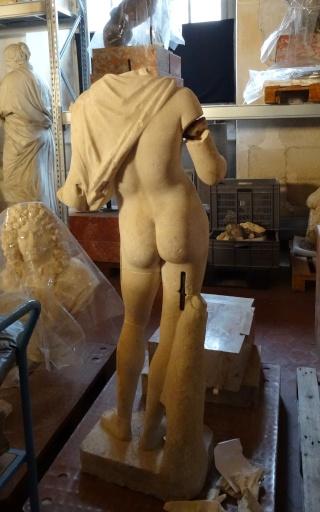 Visite à l'atelier de restauration des sculptures du C2RMF - Page 2 Dsc05436