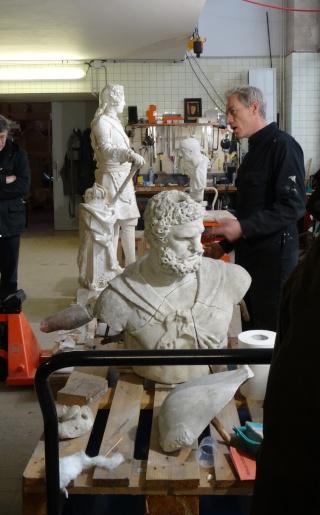 Visite à l'atelier de restauration des sculptures du C2RMF - Page 2 Dsc05441