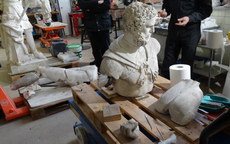 Visite à l'atelier de restauration des sculptures du C2RMF - Page 2 Dsc05442