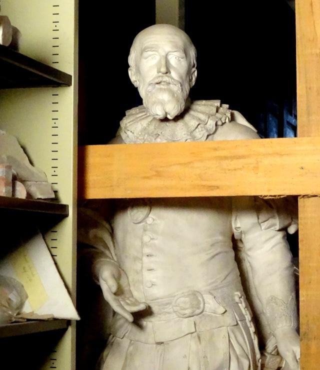 Visite à l'atelier de restauration des sculptures du C2RMF - Page 2 Dsc05532