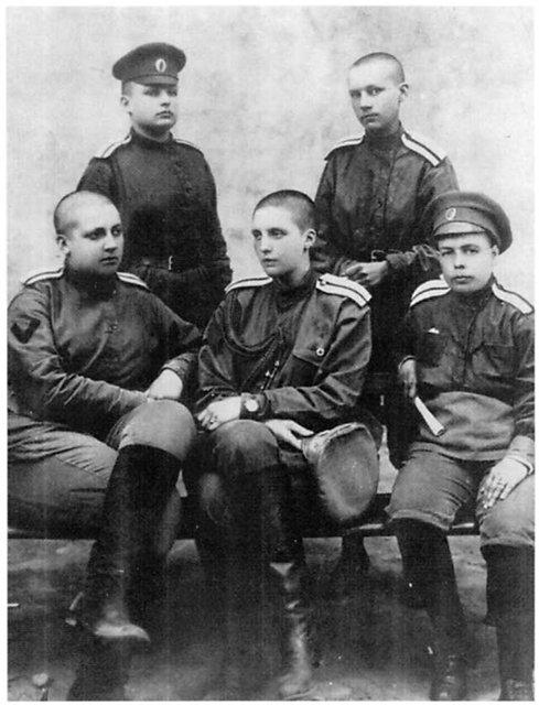 Les femmes Russes dans la grande Guerre Bat_fe18