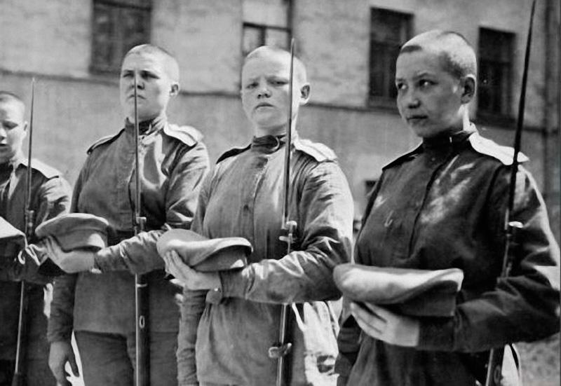 Les femmes Russes dans la grande Guerre Bat_fe19