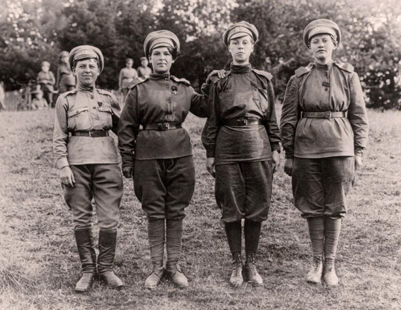 Les femmes Russes dans la grande Guerre Bat_fe29