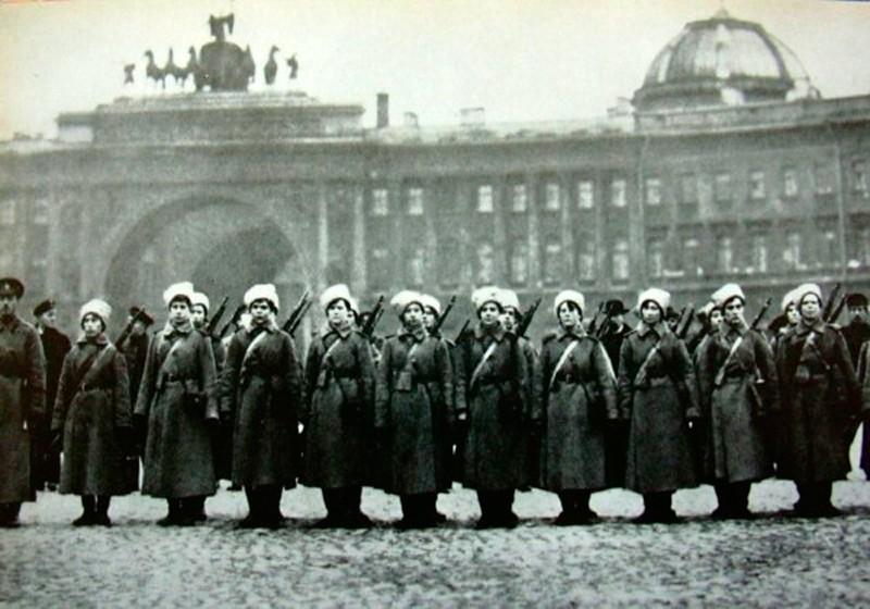 Les femmes Russes dans la grande Guerre Bat_fe30