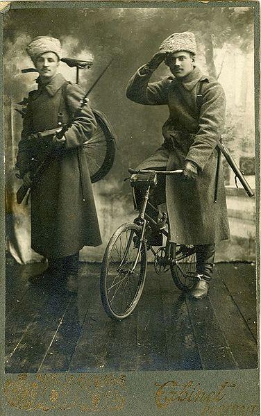 Les cyclistes et leurs matériels. Cyclis10