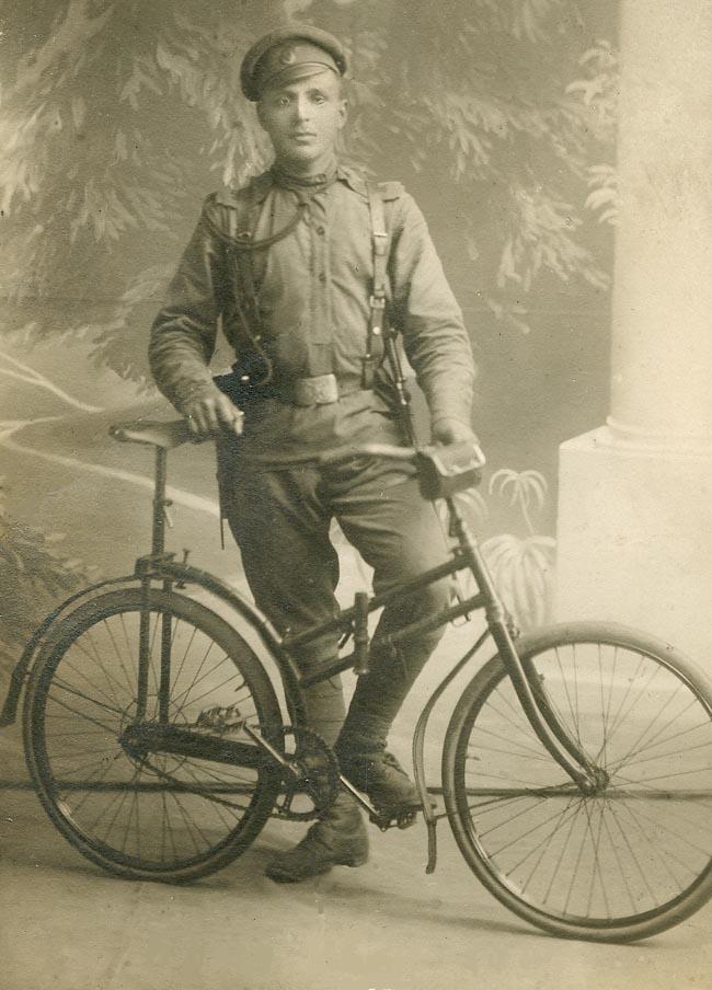 Les cyclistes et leurs matériels. Vylo_r12