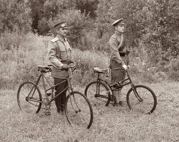 Les cyclistes et leurs matériels. Vylo_r19