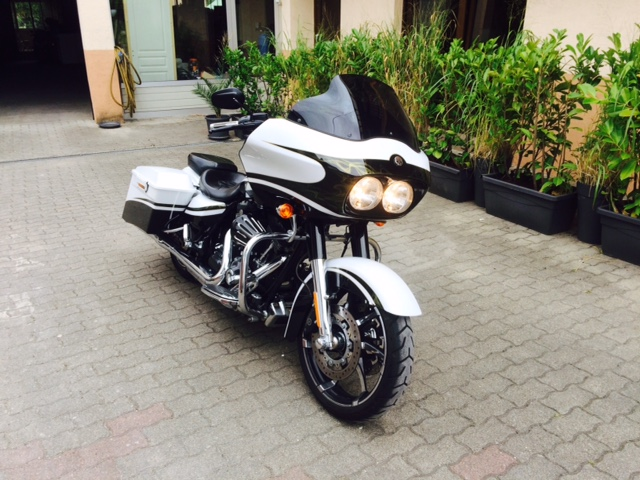 Road Glide CVO, combien sommes nous sur Passion-Harley - Page 18 Road_g10