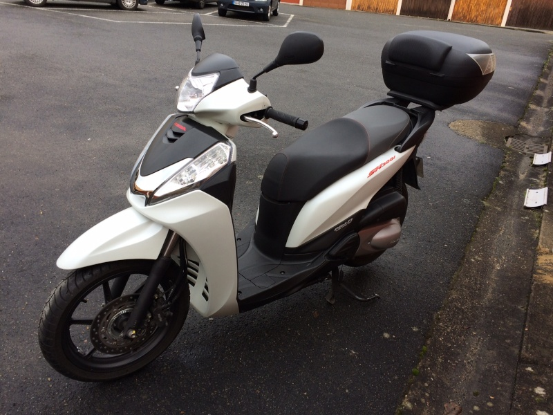 SH300i Sporty ABS - blanc mat - 2013 Img_7210