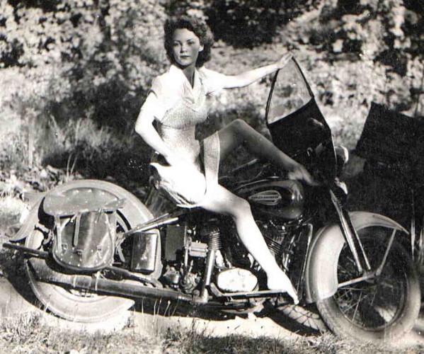 Vieilles photos (pour ceux qui aiment les anciennes photos de bikers ou autre......) - Page 6 010_0310