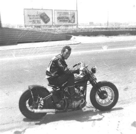 Vieilles photos (pour ceux qui aiment les anciennes photos de bikers ou autre......) - Page 4 1410