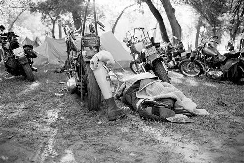 Vieilles photos (pour ceux qui aiment les anciennes photos de bikers ou autre......) - Page 2 1970s-13