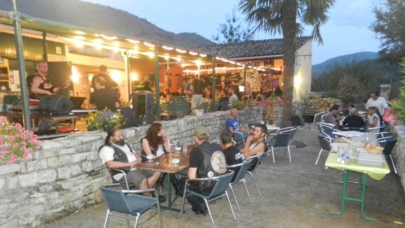 Bar, pub, resto bikers - Page 2 Ambian10