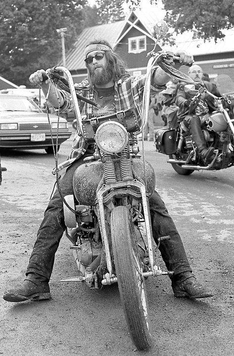 Vieilles photos (pour ceux qui aiment les anciennes photos de bikers ou autre......) - Page 8 Aold110