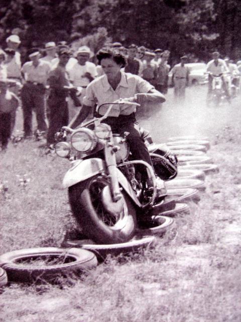 Vieilles photos (pour ceux qui aiment les anciennes photos de bikers ou autre......) - Page 8 Aold1210