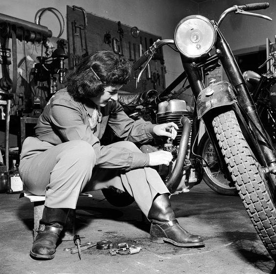 Vieilles photos (pour ceux qui aiment les anciennes photos de bikers ou autre......) - Page 8 Aold1410