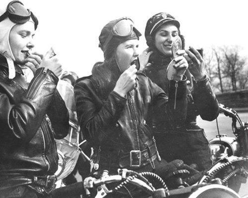 Vieilles photos (pour ceux qui aiment les anciennes photos de bikers ou autre......) - Page 8 Aold1710