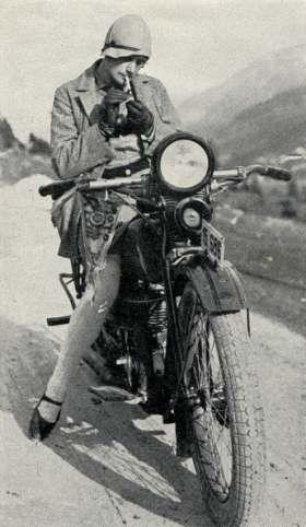 Vieilles photos (pour ceux qui aiment les anciennes photos de bikers ou autre......) - Page 8 Aold1910