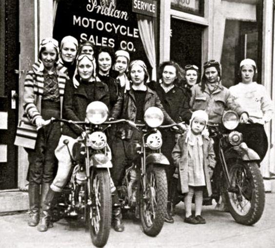 Vieilles photos (pour ceux qui aiment les anciennes photos de bikers ou autre......) - Page 8 Aold2010
