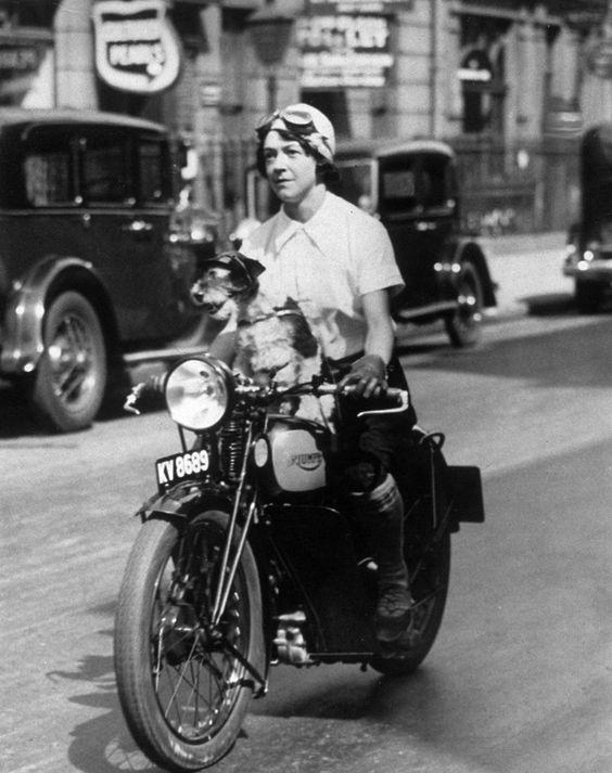 Vieilles photos (pour ceux qui aiment les anciennes photos de bikers ou autre......) - Page 8 Aold2110