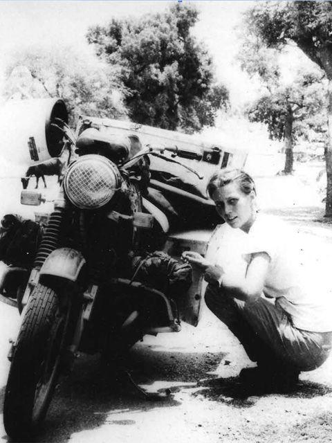 Vieilles photos (pour ceux qui aiment les anciennes photos de bikers ou autre......) - Page 8 Aold2210