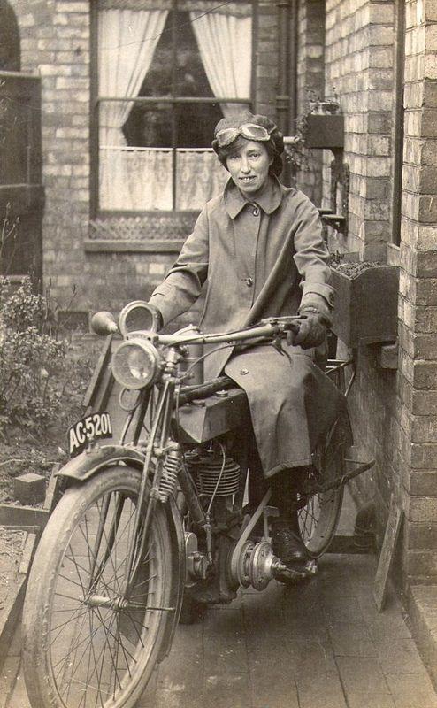 Vieilles photos (pour ceux qui aiment les anciennes photos de bikers ou autre......) - Page 8 Aold2310