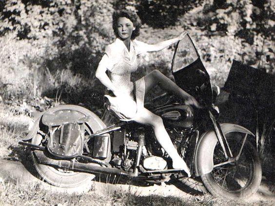 Vieilles photos (pour ceux qui aiment les anciennes photos de bikers ou autre......) - Page 8 Aold310