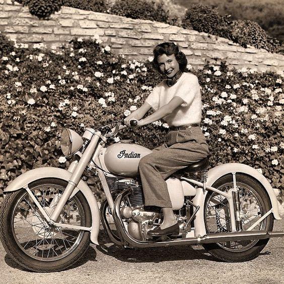 Vieilles photos (pour ceux qui aiment les anciennes photos de bikers ou autre......) - Page 8 Aold710