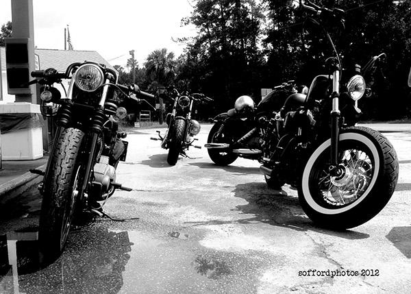 Vieilles photos (pour ceux qui aiment les anciennes photos de bikers ou autre......) - Page 6 B1239e10