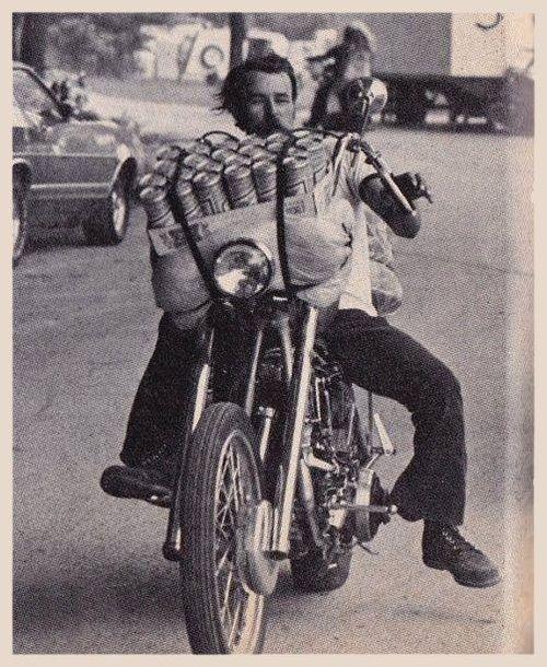 Vieilles photos (pour ceux qui aiment les anciennes photos de bikers ou autre......) - Page 8 Bikers23
