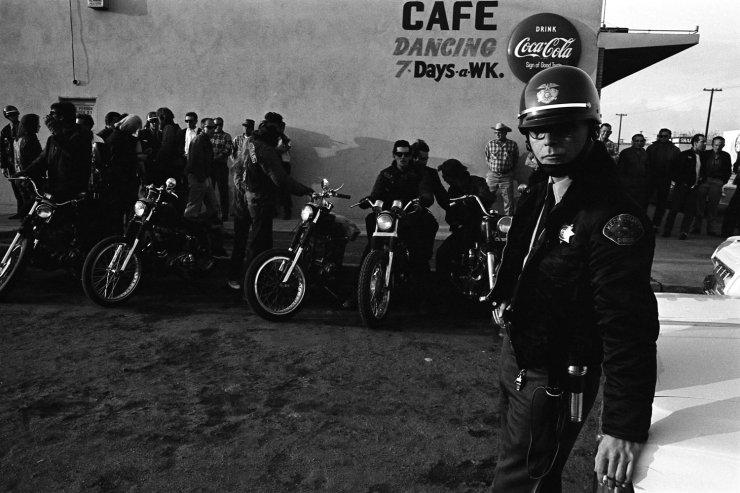Vieilles photos (pour ceux qui aiment les anciennes photos de bikers ou autre......) - Page 9 Bikers31