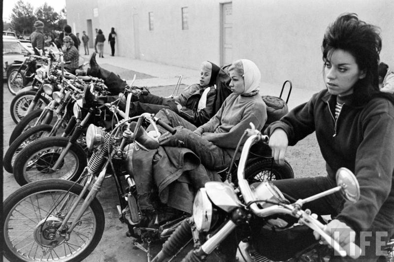 Vieilles photos (pour ceux qui aiment les anciennes photos de bikers ou autre......) - Page 2 Bikett10
