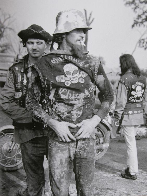 Vieilles photos (pour ceux qui aiment les anciennes photos de bikers ou autre......) - Page 9 Bke310