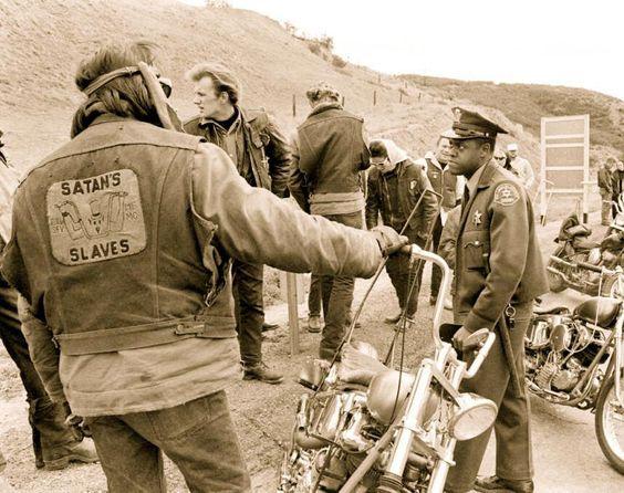 Vieilles photos (pour ceux qui aiment les anciennes photos de bikers ou autre......) - Page 9 Bke410