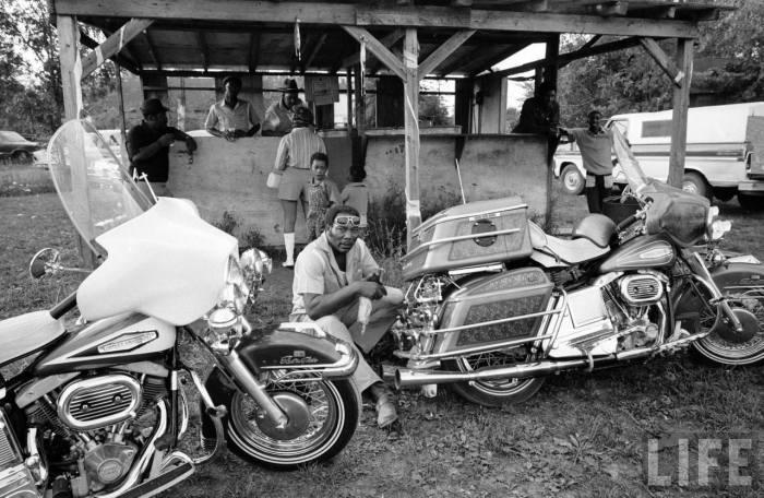 Vieilles photos (pour ceux qui aiment les anciennes photos de bikers ou autre......) - Page 6 C10