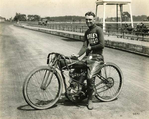 Biker et fier de l'être - Page 2 Davis710