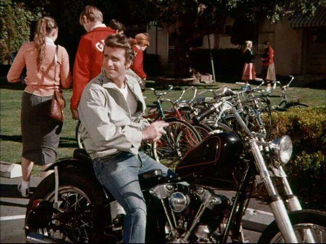 Vieilles photos (pour ceux qui aiment les anciennes photos de bikers ou autre......) - Page 2 Fonzie11
