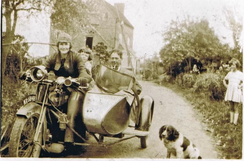 Vieilles photos (pour ceux qui aiment les anciennes photos de bikers ou autre......) - Page 6 Ghygah10