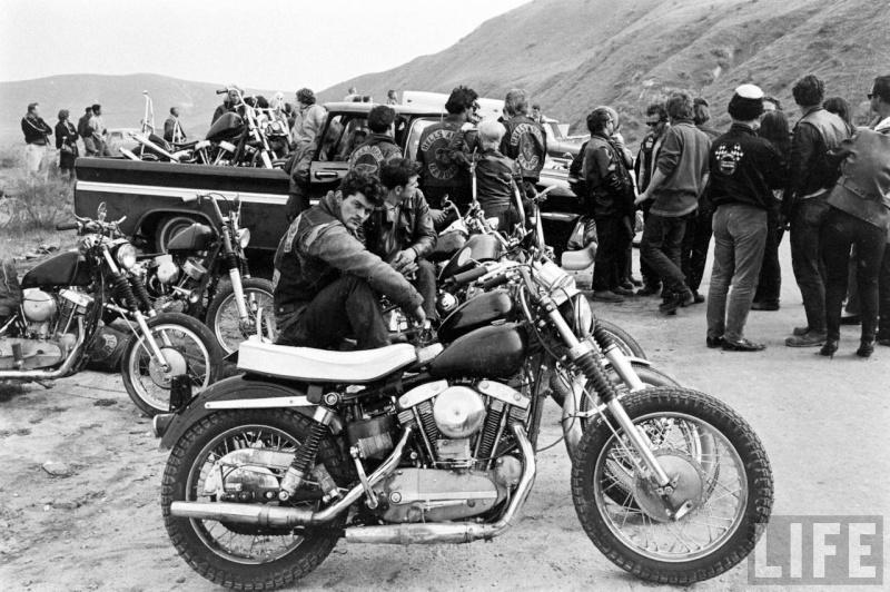 Vieilles photos (pour ceux qui aiment les anciennes photos de bikers ou autre......) - Page 2 Hells10