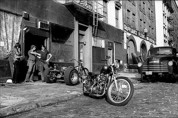 Vieilles photos (pour ceux qui aiment les anciennes photos de bikers ou autre......) - Page 4 Motorc10